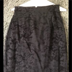 Ladies black in-design lined skirt